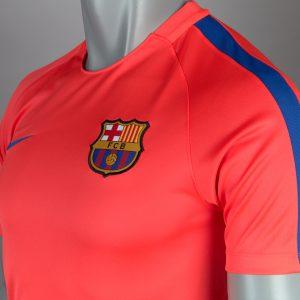 Mẫu áo Barca màu hồng 2016-2017