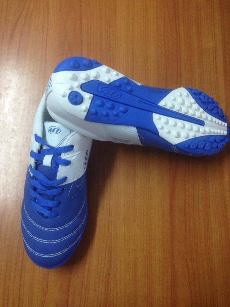 Giày bóng đá sân cỏ nhân tạo MT xanh trắng