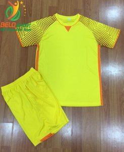 Áo bóng đá không logo Việt Nam màu vàng