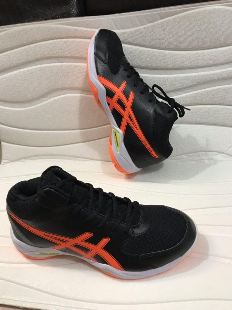 Giày bóng chuyền, bóng bàn, cầu lông Asics màu đen họa tiết cam