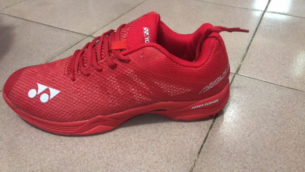 Giày bóng chuyền, cầu lông, bóng bàn Yonex màu đỏ