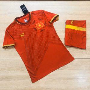 Áo bóng đá đội tuyển Việt Nam chính thức màu đỏ năm 2020