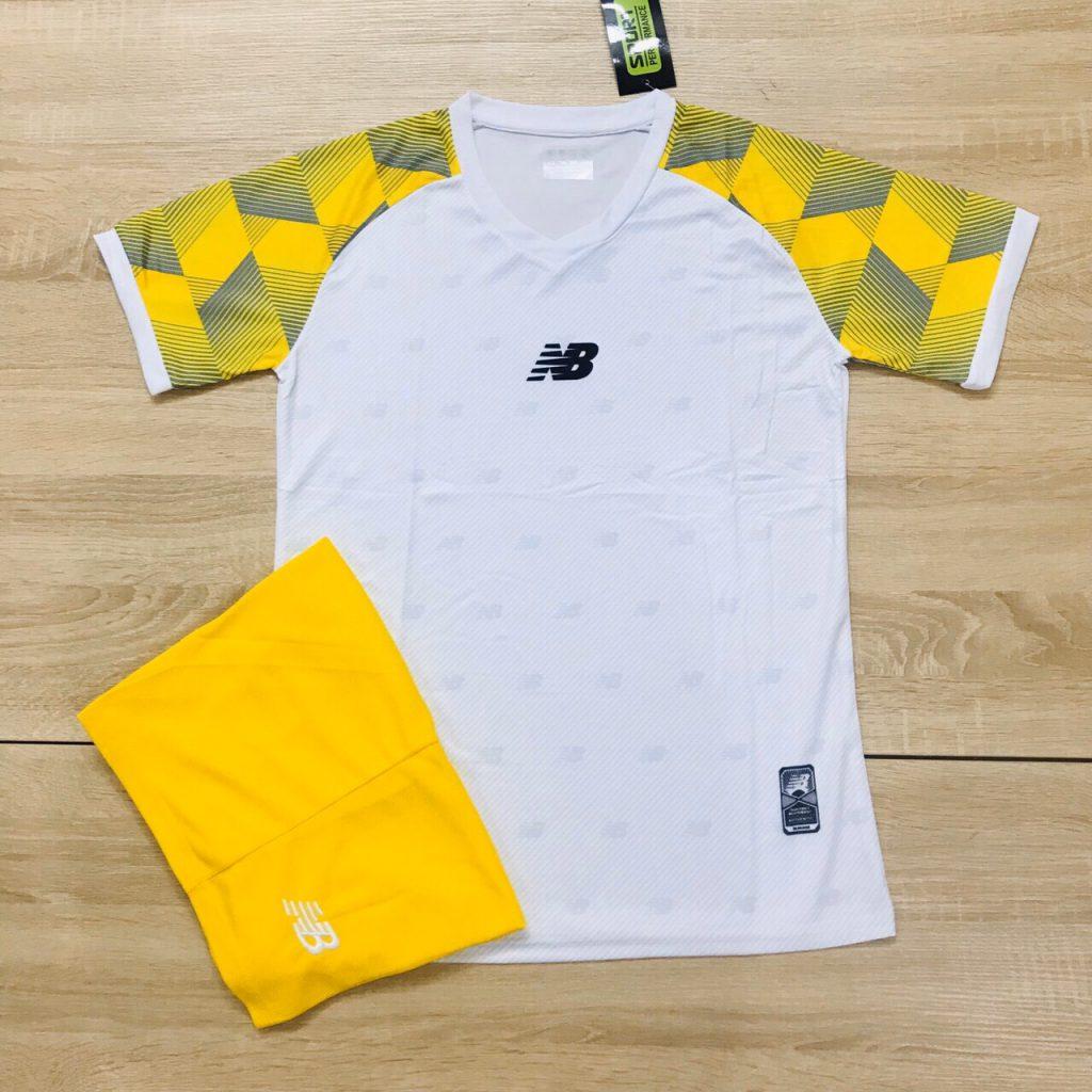 Áo bóng đá không logo NB1 màu trắng vàng