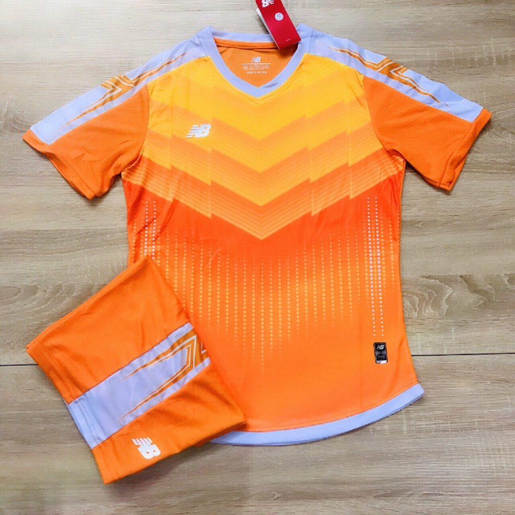 Áo bóng đá không logo NB3 màu cam năm 2020