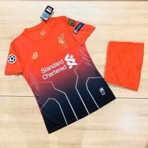 Áo bóng đá CLB Liverpool màu đỏ mùa giải 2020