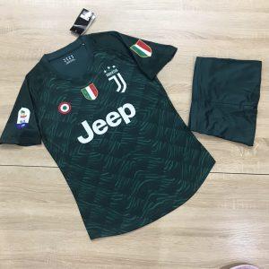 Áo bóng đá CLB Juventus màu xanh lá  mùa giải 2020
