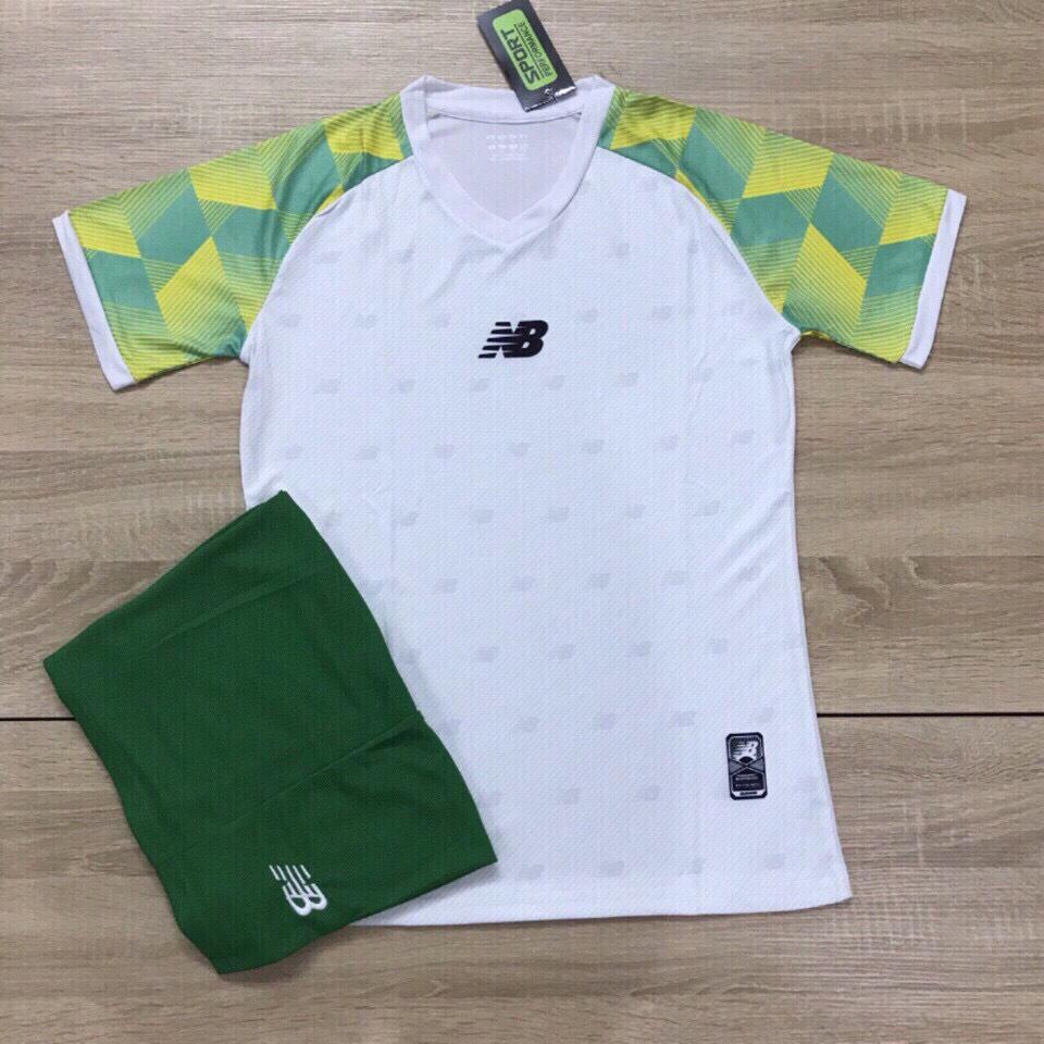 Áo bóng đá không logo NB1 màu trắng xanh lá