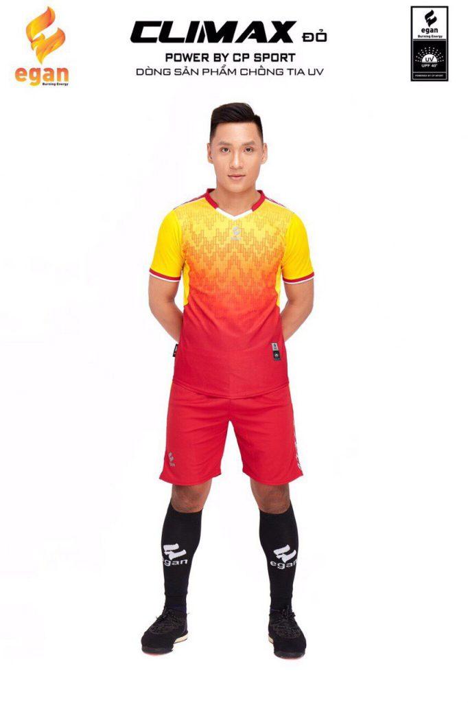 Áo bóng đá Egan Climax màu vàng phối đỏ năm 2020