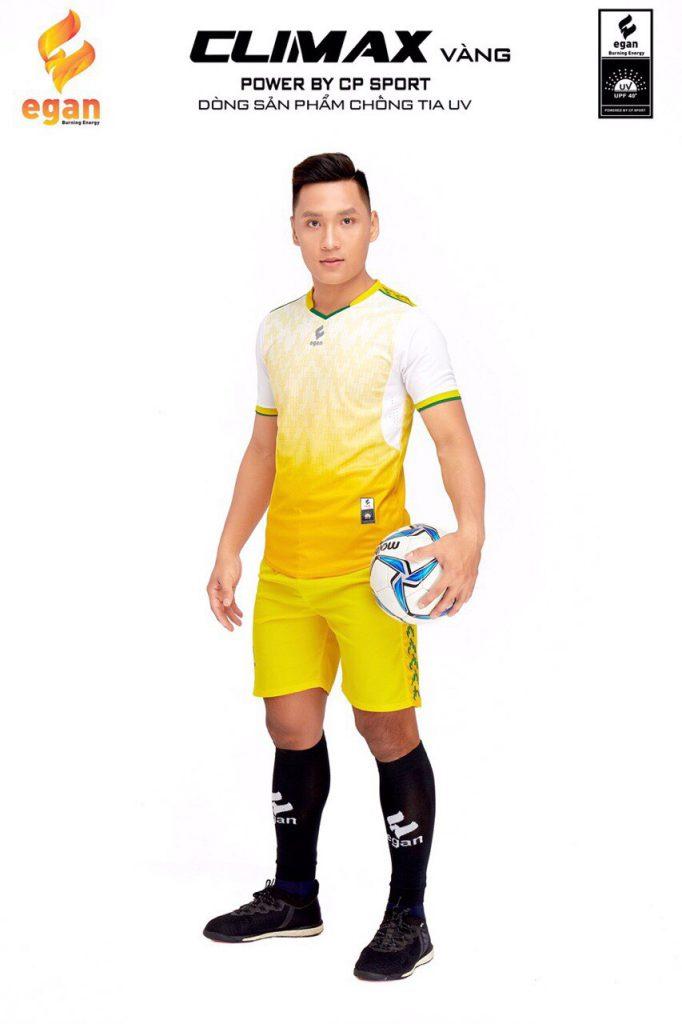 Áo bóng đá Egan Climax màu vàng phối trắng năm 2020