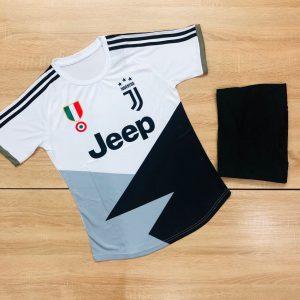 Áo bóng đá CLB Juventus màu trắng phối đen mới nhất 2020