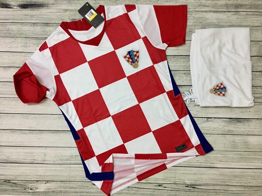 Áo bóng đá đội tuyển Croatia màu truyền thống mới nhất 2020