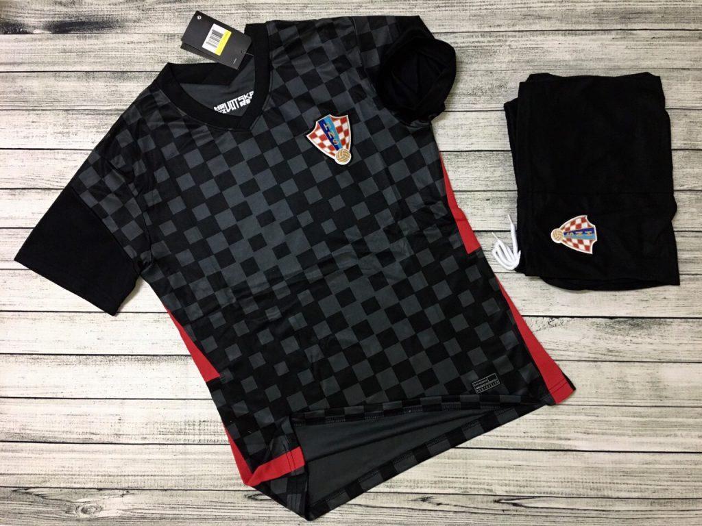 Áo bóng đá đội tuyển Croatia màu đen mới nhất 2020