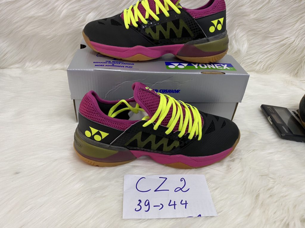 Giày cầu lông yonex CZ2 màu đen dây hồng