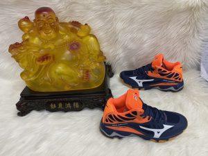 Giày bóng chuyền Mizuno đen pha cam