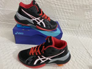 Giày bóng chuyền Asics mã 898 màu đen phối đỏ